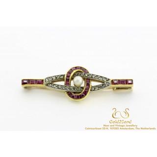 Diamanten broche met robijn en parel
